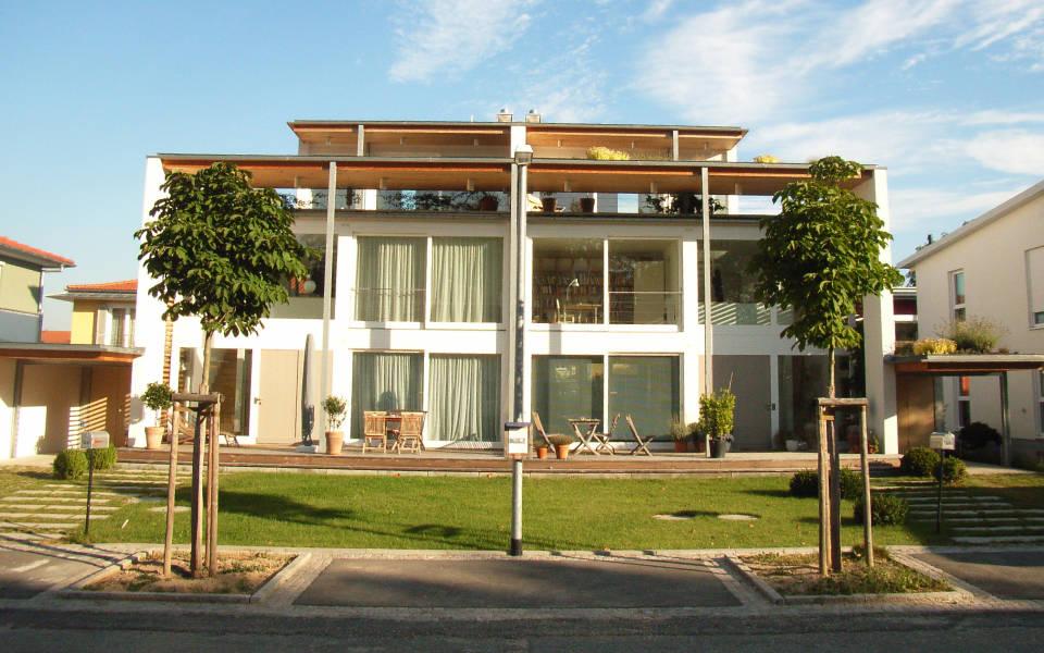 Doppelhaus offenburg wohnen referenzen z blin timber for Bilder doppelhaus